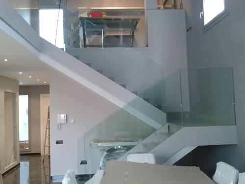 Servicios vidrios utrilla - Escaleras con barandilla de cristal ...