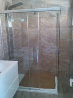 mampara de baño perfil plata y vidrio transparente